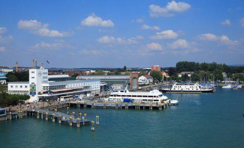 Ausblick auf den Friedrichshafen mit Booten